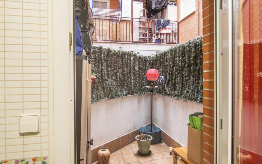 OPORTUNIDAD. Piso de un dormitorio con patio y garaje. Zona los villares, Arganda del rey.