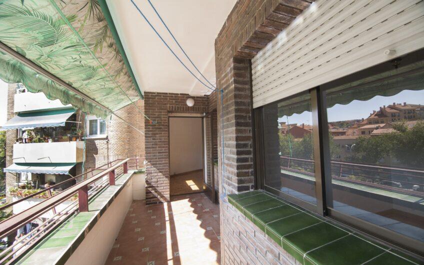 OPORTUNIDAD. Piso de 4 dormitorios con terraza. Zona Centro de Arganda del rey.