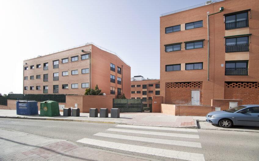Espectacular piso de 3 dormitorios con piscinas, pistas de paddle y jardines. Zona Josefa Salvanés. Arganda del rey.