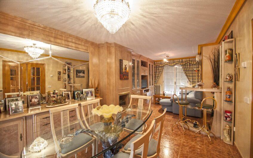 Chalet adosado con 4 dormitorios, Buhardilla y Jardín privado. Zona La Poveda. Arganda del rey.