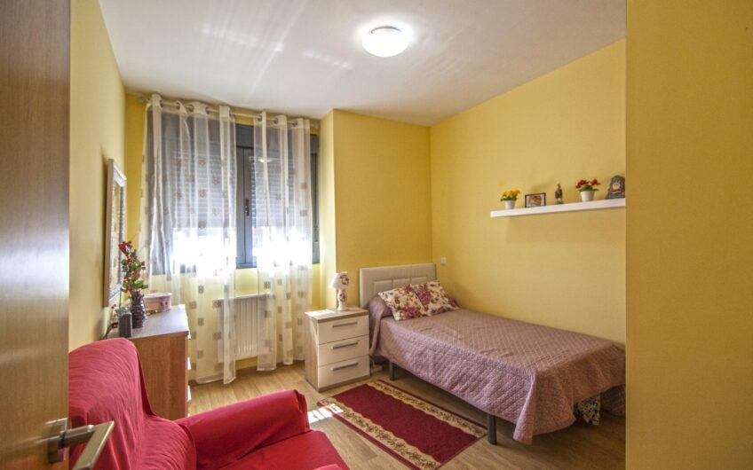 OPORTUNIDAD. Piso de 2 dormitorios con garaje y trastero. Zona centro. Arganda del rey