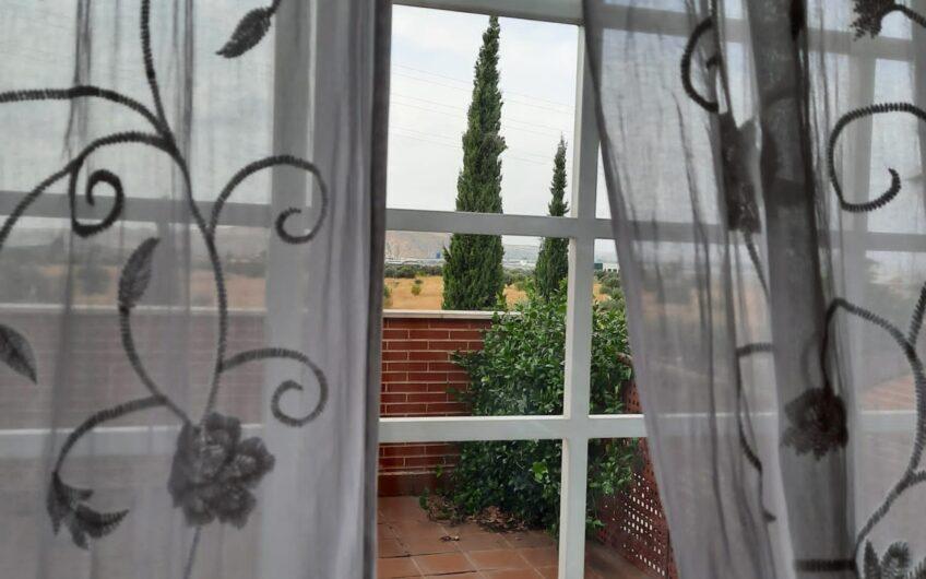 Bonito chalet adosado con jardín trasero y delantero. Zona los Villares. Arganda del rey