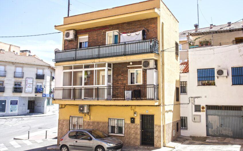 ¡¡OPORTUNIDAD!! Edificio compuesto por vivienda tipo dúplex + apartamento. Totalmente independientes. Zona Centro. Arganda del rey.