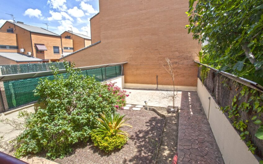 Chalet adosado con 4 dormitorios y jardín. Zona Los Villares. Arganda del rey.