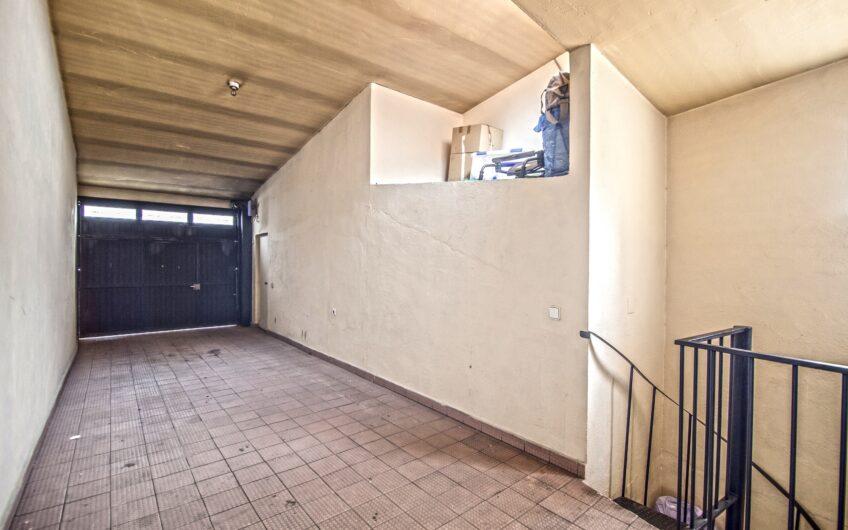 Casa con gran patio y sin escaleras de entrada. Zona centro. Arganda del rey.