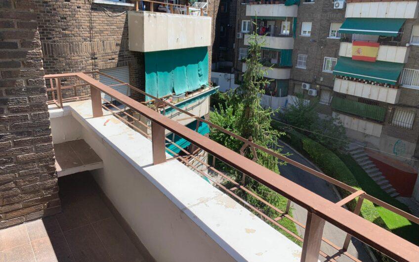 Piso de 3 dormitorios con terraza y garaje. Zona centro. Arganda del rey.